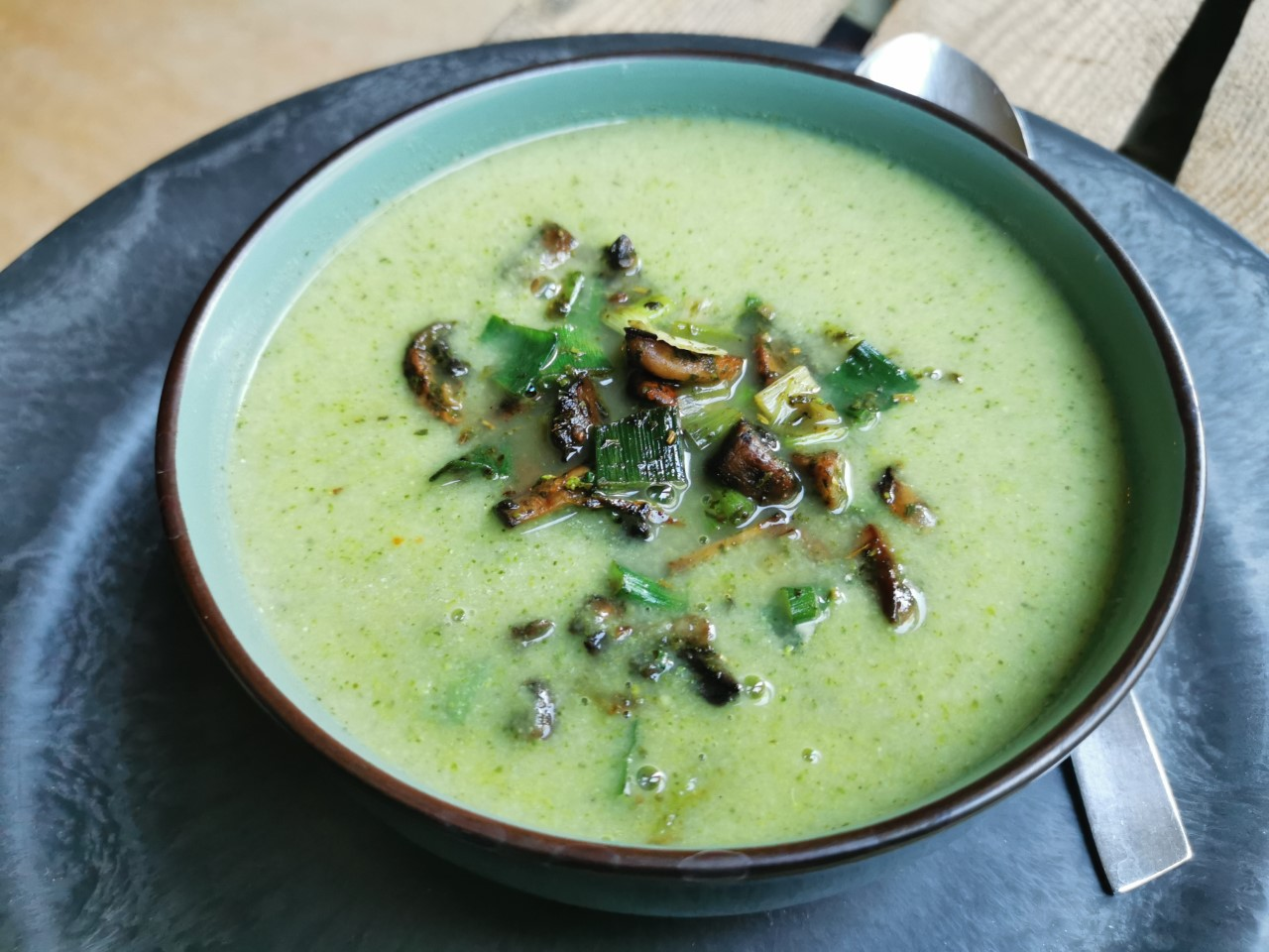 Recept Broccolisoep met gebakken champignons
